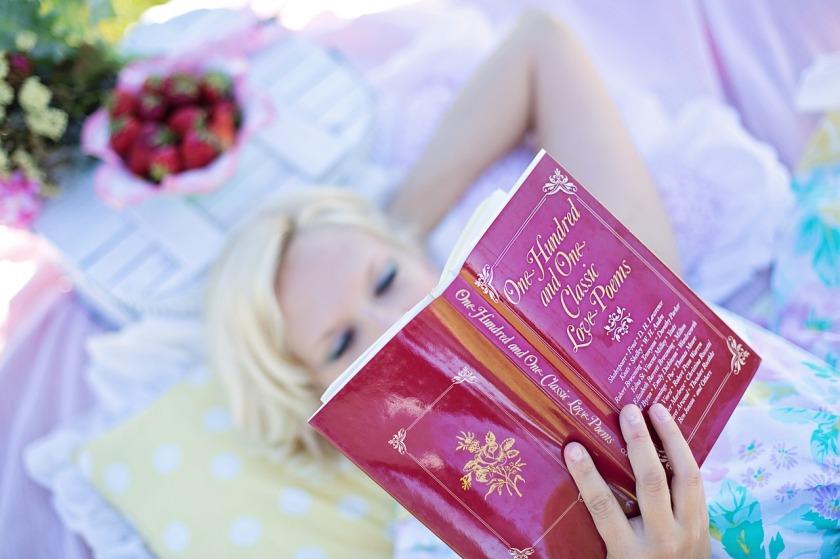 woman-reading-887274_1280