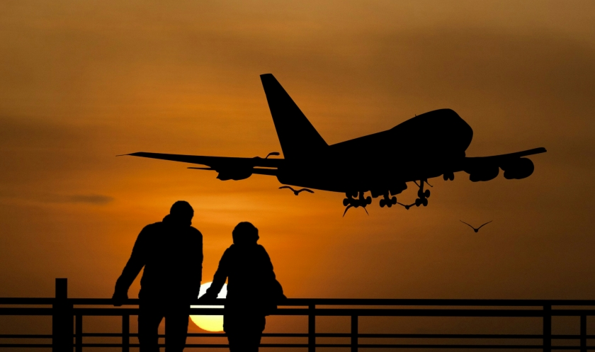 traveling-people-airport-bridge-business-travel-couple-city-cityscape-sunset-group-luggage-together-passenger-takeoff-silhouette-skyline-waiting-peaceful-traveler-man-women-sky-airplane-