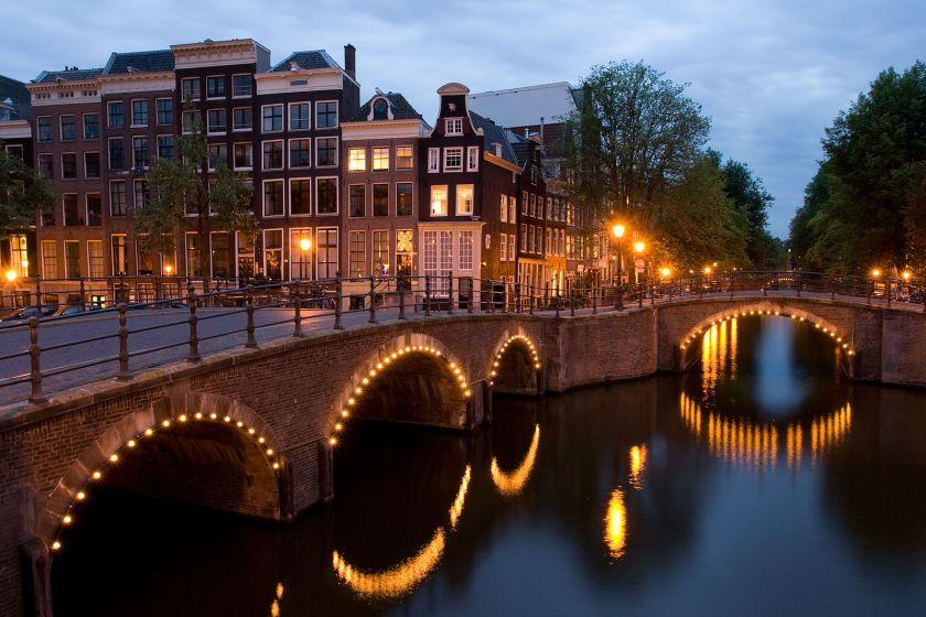1599px-KeizersgrachtReguliersgrachtAmsterdam.jpg